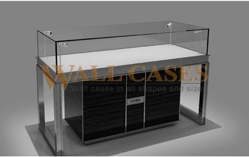Jewelry showcases and uses
